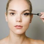 Una de cada cuatro mujeres sufren problemas con el maquillaje de sus ojos