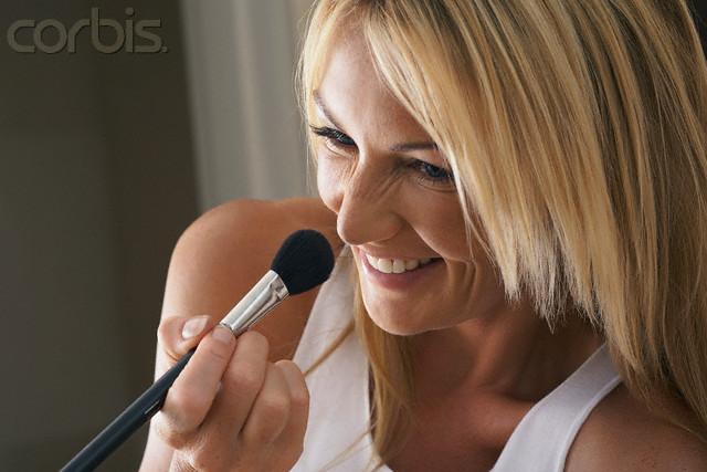 Logona maquillaje CC